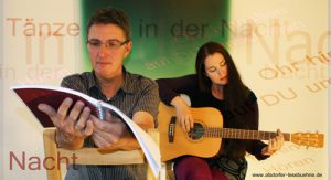DER BÜHNENHÖRSPIELER mit Musikerin und Sängerin Sitara