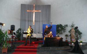 Wolfgang Rosen und der Franziskaner Wolfgang Mauritz, ofm im Juni 2016 in der Franziskuskirche in Stolberg